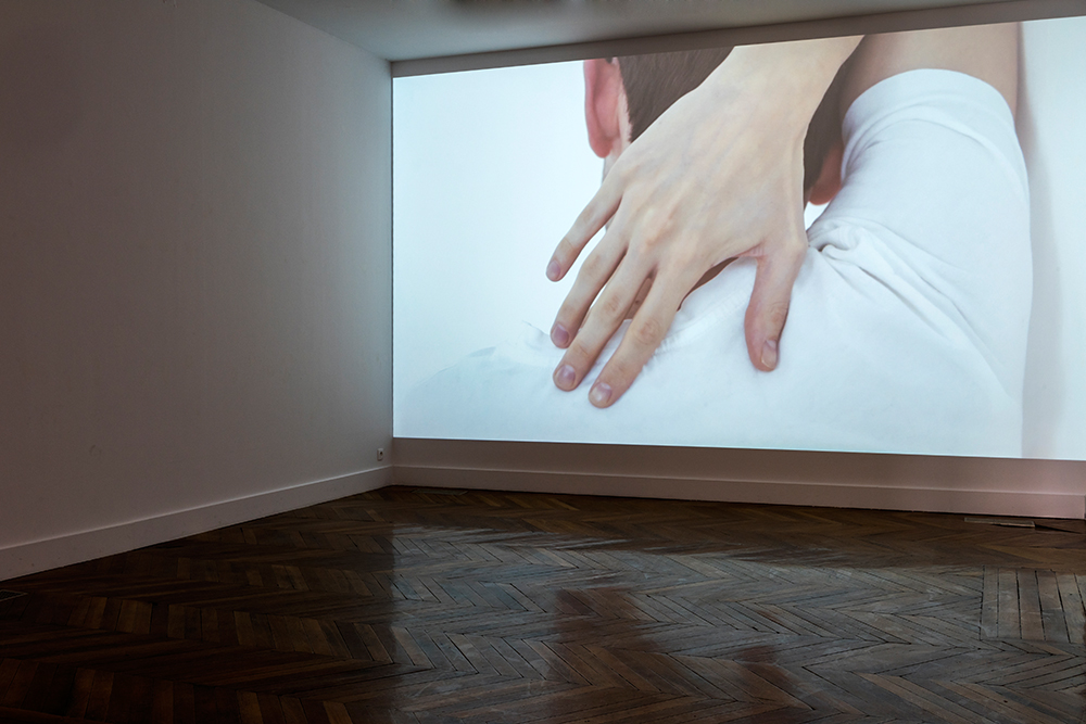 Felix Melia Shoulder Blades, 2016 Vidéo, 25'40'' Commissionné par Serpentine Galleries, London Version française : production La Galerie avec le soutien de Fluxus Art Projects Voix de Dune Cherville et Laurent Isnard enregistrées à Nova Pista, 2016 Traduction Gauthier Lesturgie Courtesy de l'artiste Photo : Pierre Antoine, 2016