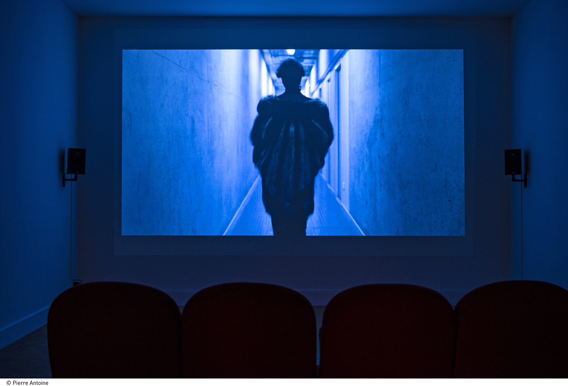 Tarek Lakhrissi  Out of the Blue - Part I, 2019 Production La Galerie, centre d'art contemporain de Noisy-le-Sec  Avec le soutien du Département de la Seine-Saint-Denis Courtesy de l'artiste Photo: Pierre Antoine